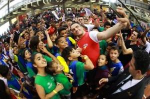 Selfie com as crianças - Divulgação